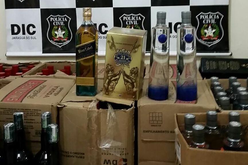 Morador de Gaspar é preso por adulteração de bebidas