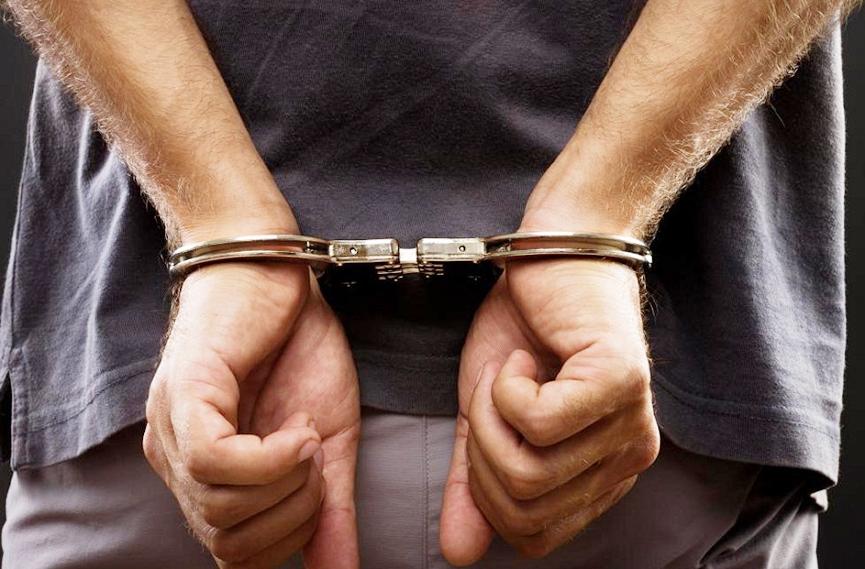Homem com mandado de prisão em aberto é preso no bairro Coloninha ...